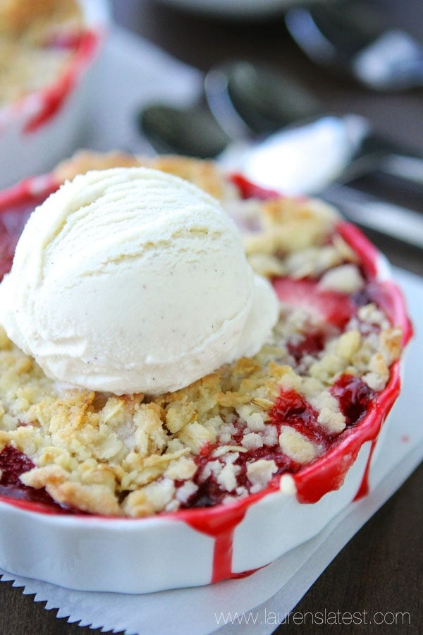 Easy Strawberry Rhubarb Crumble from www.laurenslatest.com