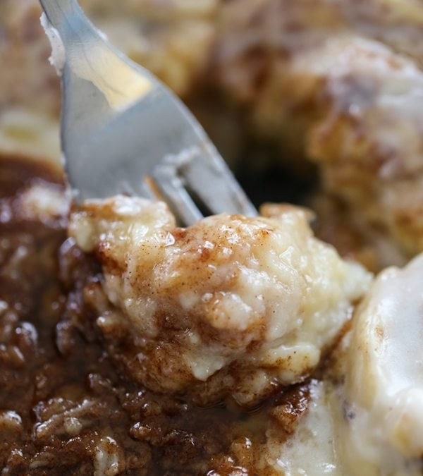 Warm Cinnamon Roll Cheesecake Dip
